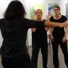 Das Impro-Theater Charmeützel improvisiert zu Kunstwerken, die von den Ausstellungsgästen ausgewählt wurden.