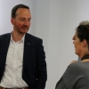 Oberbürgermeister Christoph Traub im Gespräch mit den Musikern.