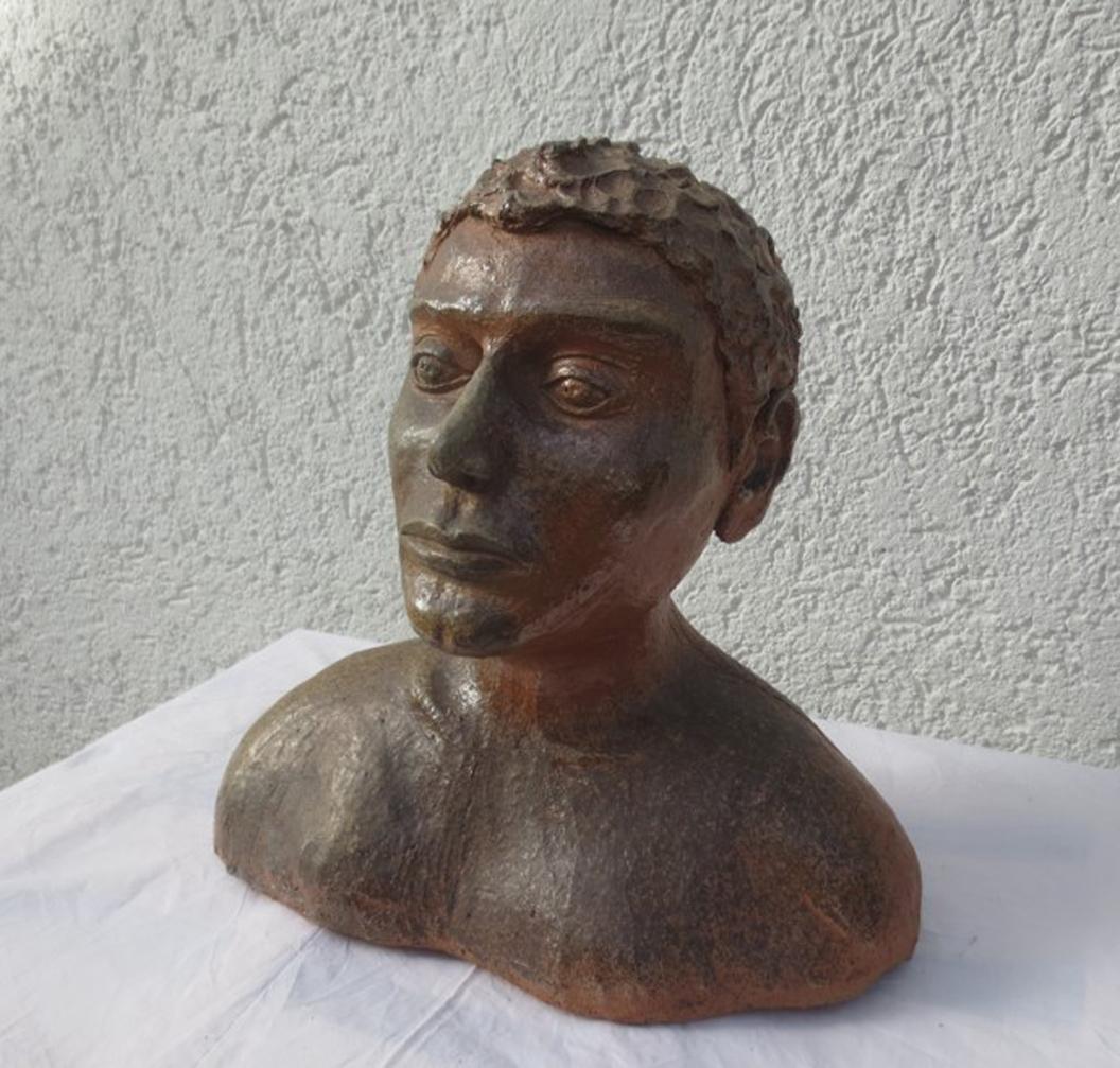 Monika Schwannauer: Büste-Jüngling, Ton-Holzbrand, 32 x 32 x 10 cm
