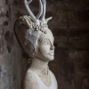 Gaby Pühmeyer: Hirschfrau, Skulptur aus Keramik, 58 x 29 x 23 cm